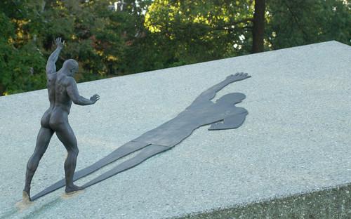 Georg Lurichi monument